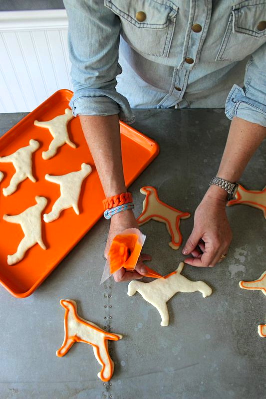 Piping Vizsla Sugar Cookies from LibbieSummers.com