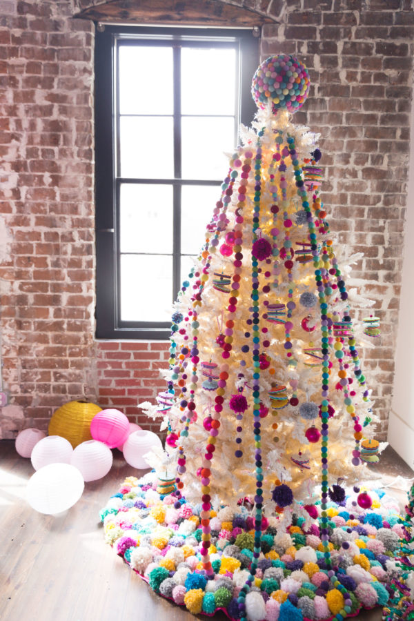 Pom Pom, Libbie Summers, Holiday 2017, DIY, How To, DIY Holiday, Tree Skirt, Holiday Tree Skirt