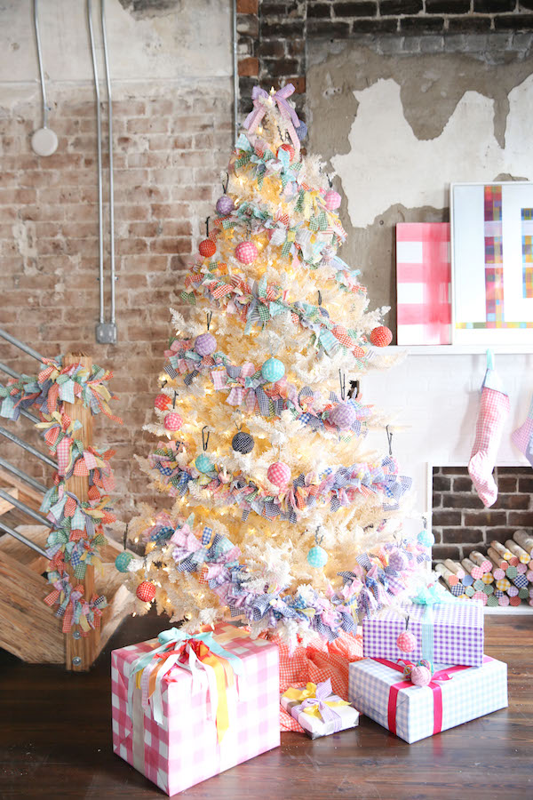 Holiday Decorating, Gingham Inspiration, Holiday Crafts, DIY, Libbie Summers, A food-inspired life, Garland, Ornaments, Packages