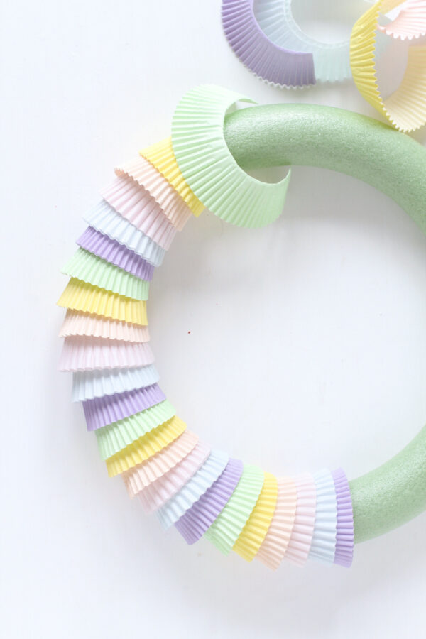 Fun Crafts, Easy Paper Crafts, Wreath Making, Cupcake Liner Crafts, Libbie Summers Crafts