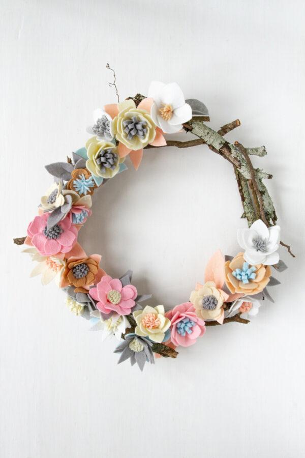 Felt Flower Wreath, Diy, Craft, DIY WREATH, ROUND WREATH, LIBBIE SUMMERS, PASTEL FELT, VALENTINES DAY