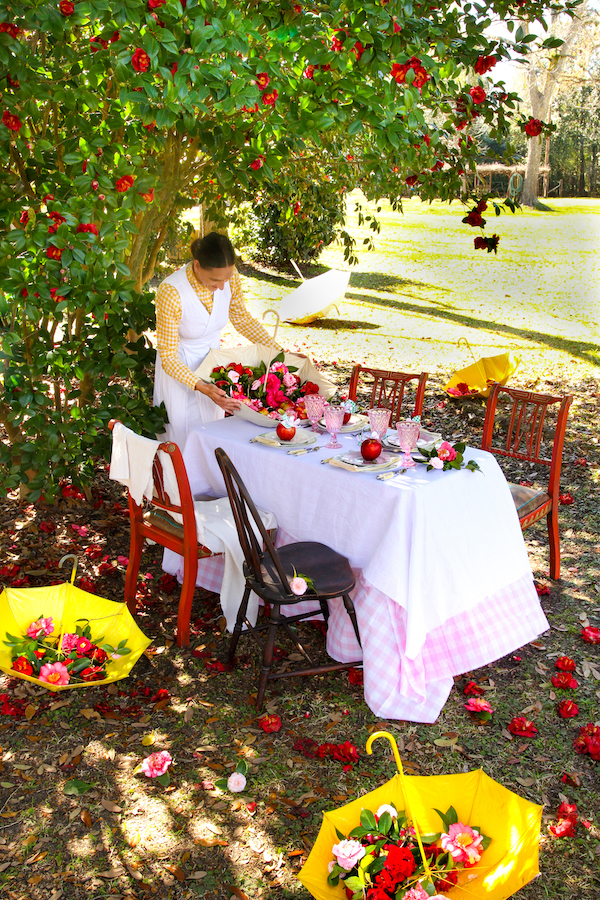 Tablescapes, Spring Tables, Dining Al Fresco, Libbie Summers Entertains, Libbie Summers Label, Cosmic Crisp Apples, Table Ideas, Outdoor dining Ideas, Umbrellas for decorations, Camellias, Savannah, Cuisine Apron Dress, Libbie Summers Label