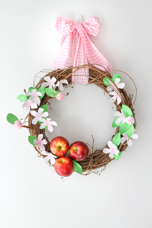 Spring Wreaths, Apple Blossom Wreaths, Libbie Summers Crafts, Libbie Summers Label, Cosmic Crisp Apples, Grapevine Wreath Crafts,