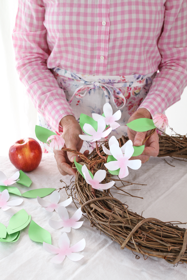 Apple Blossom Wreath, Libbie Summers, Paper Crafts, Wreath Making, Spring Wreaths, Cosmic Crisp Apples, Apple Wreath,